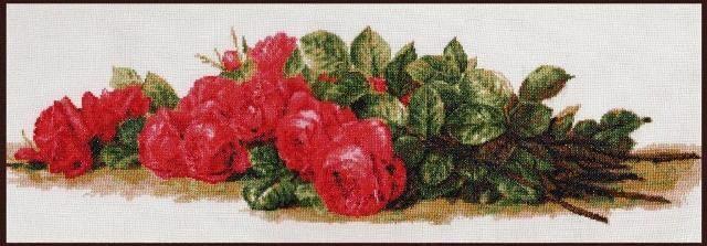 Розы на столе вышивка